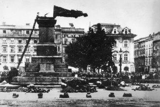 Mickiewicz_Monument_(1940)